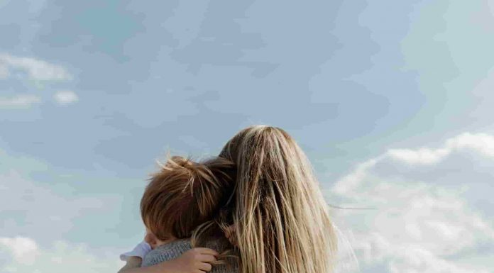 দেহের যেসব অঙ্গসমূহ সন্তান জন্মদানের সাথে সরাসরি যুক্ত সেসব অঙ্গের স্বাস্থ্যকে প্রজনন স্বাস্থ্য বলে। প্রজনন স্বাস্থ্য হলো প্রজননতন্ত্র ও প্রজনন প্রক্রিয়ার সুস্থতা।