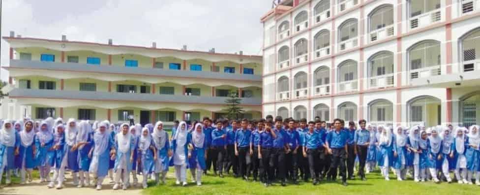 পারুয়ারা আবদুল মতিন খসরু কলেজের শিক্ষার্থীরা প্রাত্যহিক সমাবেশে